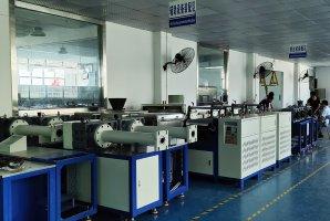 硅胶挤出制品辅助设备装配区